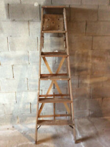 WOODEN LADDER 6 FEET USED