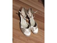 Bridal shoes in ivory satin size 37/uk 4