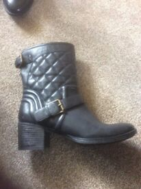 Clark's Black boots size 7