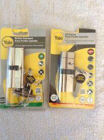 Yale cylinder lock x2