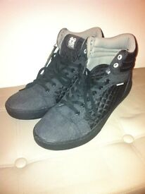 LOOK brand new men's trainer boots size 11