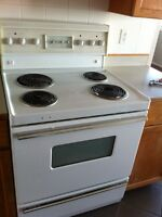 Older Style Range In Excellent Condition