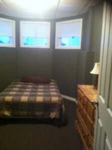 Fully furnished room for rent available now $600 mth!