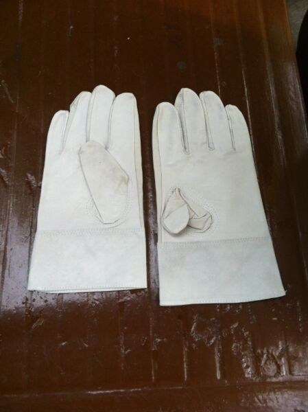 Soft leather gloves. Size M.  New and never used before.