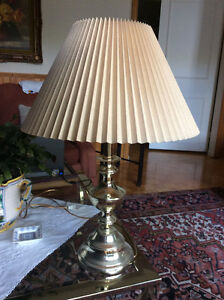 Lampe avec abat-jour / Lamp with Shade