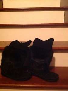 Black suede  and fur boots size 6, excellent condition