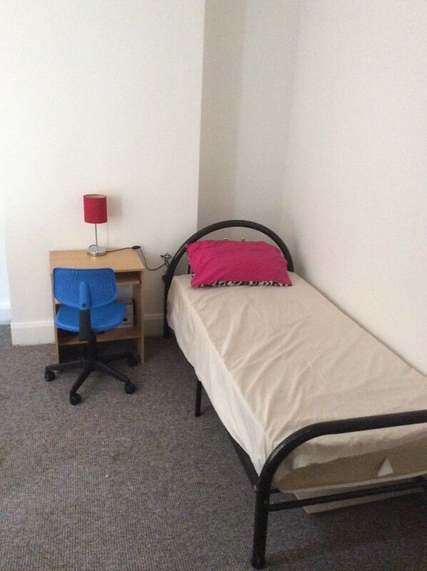 One room for rent in Moseley Village