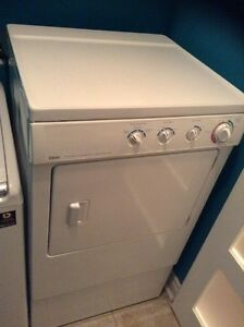 Dryer machine with pedestale/good condition Gatineau Ottawa / Gatineau Area image 1
