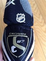 Sidney Crosby elbow pads