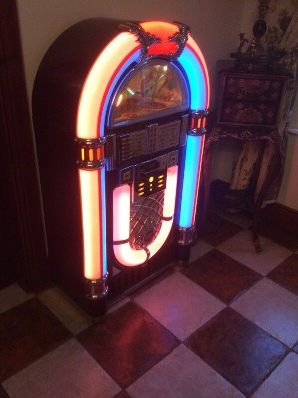 """NOW SOLD Large working jukebox holds 10 cds with radio height 50"""""""