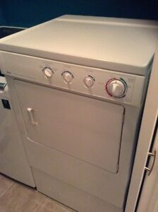 Dryer machine with pedestale/good condition Gatineau Ottawa / Gatineau Area image 2