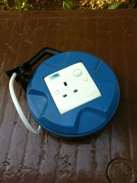 Extension socket. 8 m in length. In good working condition.