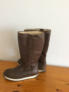 EmuAustralia warm winter boots brand new, for women