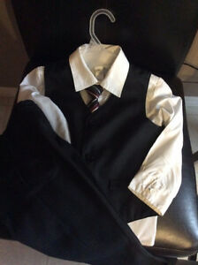 4 piece boys suit size 4 Kitchener / Waterloo Kitchener Area image 1