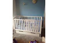 Mamas and Papas 'HARBOUR' cot/bed cot bed £80 Ono