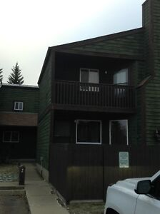 Bright and Spacious Three Bedroom Townhouse in Millwoods Edmonton Edmonton Area image 1