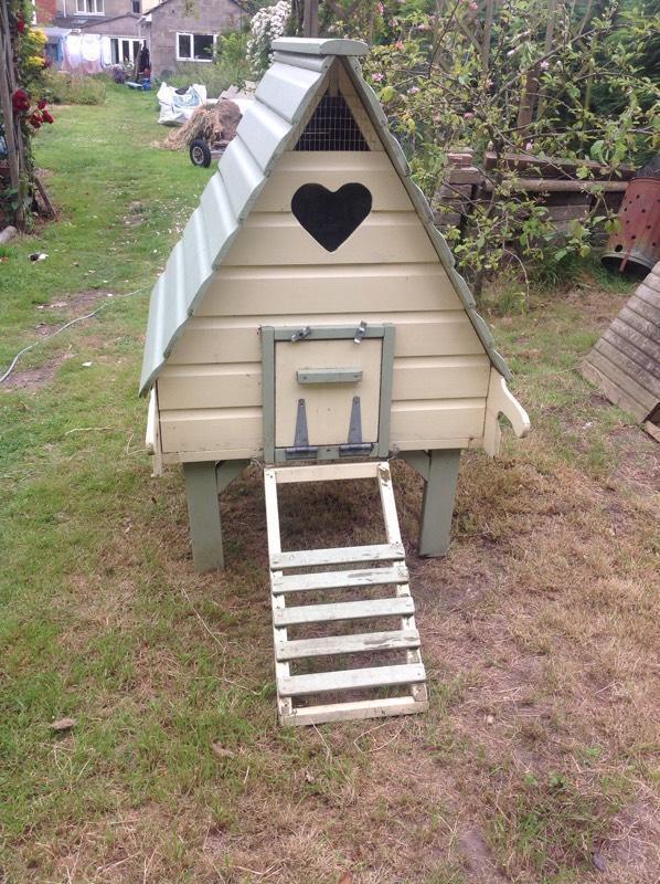 Chicken coop hen house flyte so fancy in wimborne for Fancy chicken coops for sale