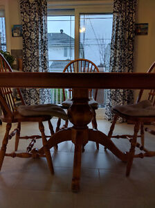Real Maple Hardwood Table and Chairs for Sale West Island Greater Montréal image 5