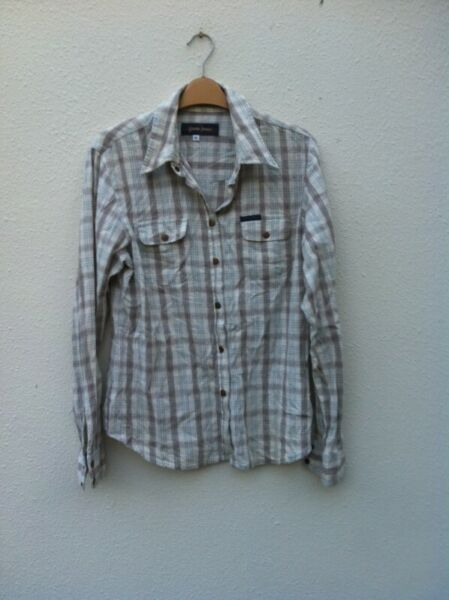 Guess Jeans long sleeve shirt.  Size XL.  In good condition.