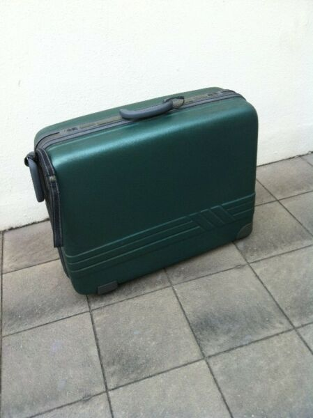 President hardcase luggage with combination lock but no keys. Dimensions 70 x 50 x 26cm.