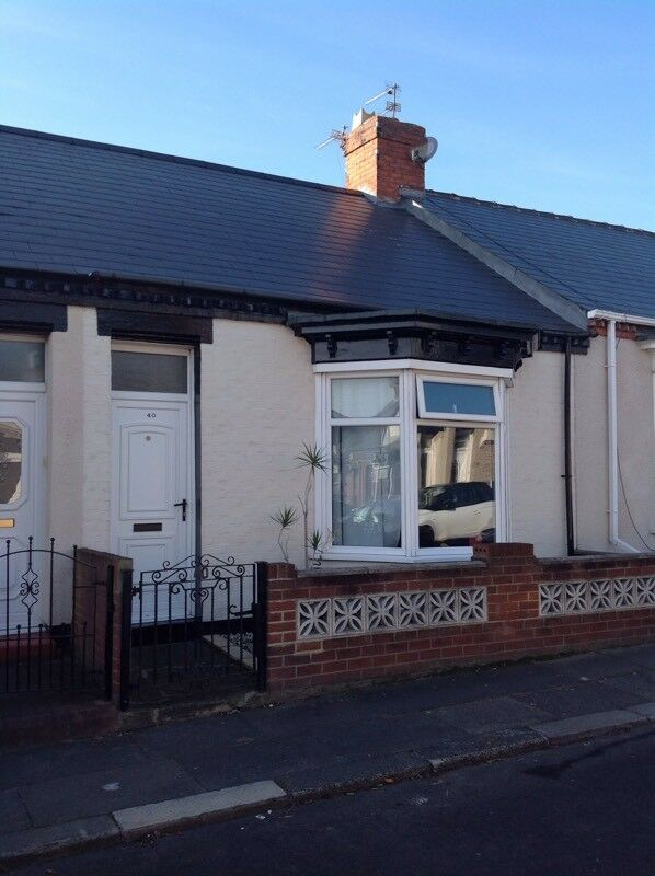 Extended 2bed Cottage near Sea Road shops Fulwell SR69BH
