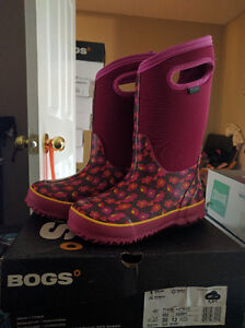 Girls Size 13 Bogs Waterproof Winter Boots, New in Box London Ontario image 3