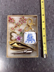 Lot of 7 brooches