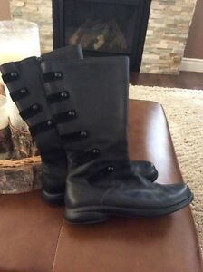 Women's Merrell Weatherproof Leather Boot - size 9