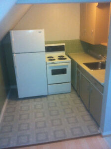 All incl. downtown Bach. Quiet and mature building. Avail oct 1