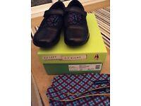 Girls Hush Puppies black leather school shoe UK 1 / EUR 33 BNIB
