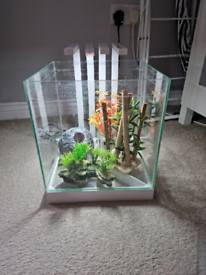 22 litre fish tank and lid with everything included.