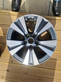 Nissan pulsar 17 inch Alloy rims.
