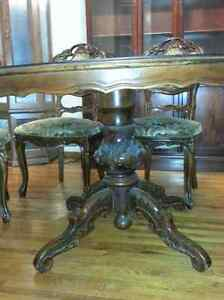Ornate Antique D/R Table & 4 chairs Sarnia Sarnia Area image 2