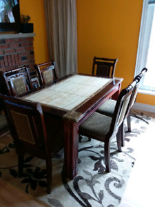 Great condition table set