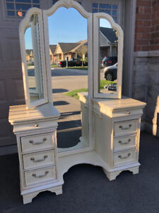 Antique Style Vanity Desk with Chair