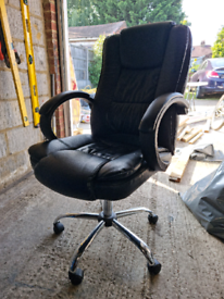 Office chair and 2 small tables