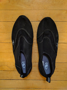 Water Shoes - Men's size 7/8