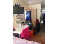 Ensuite double room available for students opposite selly oak train station