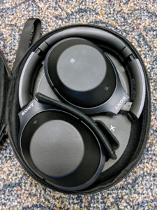 Sony noise cancelling headphones WH-1000XM2