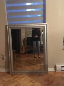Cadre miroir gris - 37 pouces X 47 pouces - 50 $