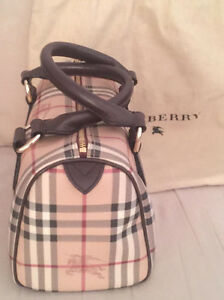 For Sale Original Burberry Classic Haymarket Check Satchel bag West Island Greater Montréal image 4