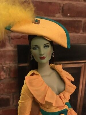 Tonner WICKED WITCH EMERALD CITY COSMOPOLITAN Dressed Doll Displayed and Mint OZ