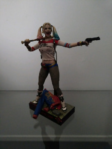 Hot Toys MMS383 - Harley Quinn - Suicide Squad - Regular Version