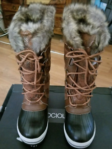 Women's Sociology Boots - New in Box Size 8