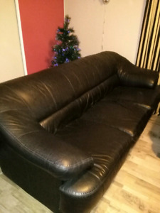 Leather couch and loveseat made in Canada