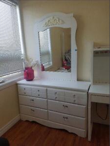 Twin size Diamond dreams Canopy Bedroom set