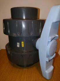 Ball valves and gate valves