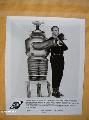 Lost In Space ORIGINAL Sci-Fi Channel Publicity Photo Johnathan Harris & Robot