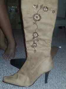 Ladies Suede Boots Size 8