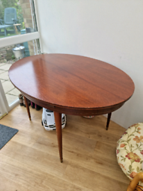 Vintage oval round table, extendable
